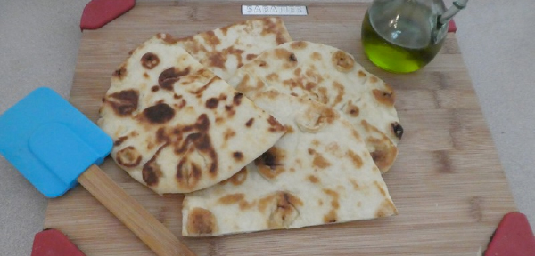 Olive oil sauteed naan has Indian flavor